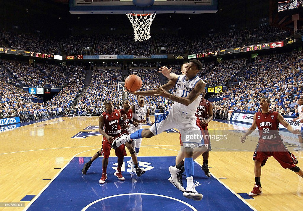 <a gi-track='captionPersonalityLinkClicked' href=/galleries/search?phrase=Archie+Goodwin&family=editorial&specificpeople=9086088 ng-click='$event.stopPropagation()'>Archie Goodwin</a> #10 of the Kentucky Wildcats shoots the ball during the game against the South Carolina Gamecocks at Rupp Arena on February 5, 2013 in Lexington, Kentucky.