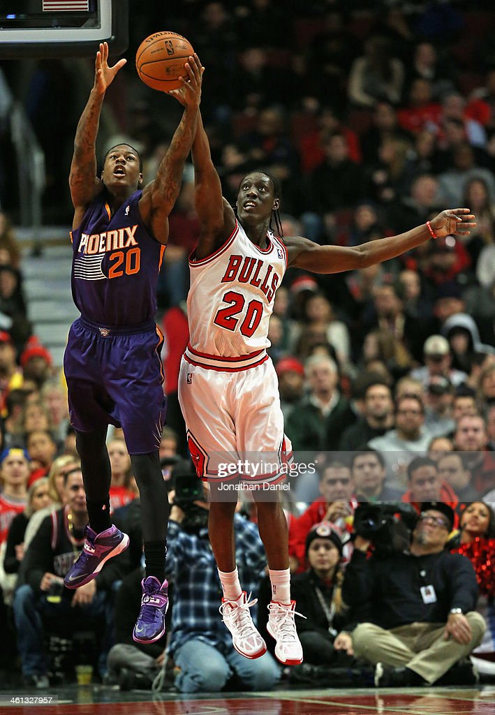 <a gi-track='captionPersonalityLinkClicked' href=/galleries/search?phrase=Archie+Goodwin&family=editorial&specificpeople=9086088 ng-click='$event.stopPropagation()'>Archie Goodwin</a> #20 of the Phoenix Suns and <a gi-track='captionPersonalityLinkClicked' href=/galleries/search?phrase=Tony+Snell&family=editorial&specificpeople=7551553 ng-click='$event.stopPropagation()'>Tony Snell</a> #20 of the Chicago Bulls battle for a rebound at the United Center on January 7, 2014 in Chicago, Illinois. The Bulls defeated the Suns 92-87.