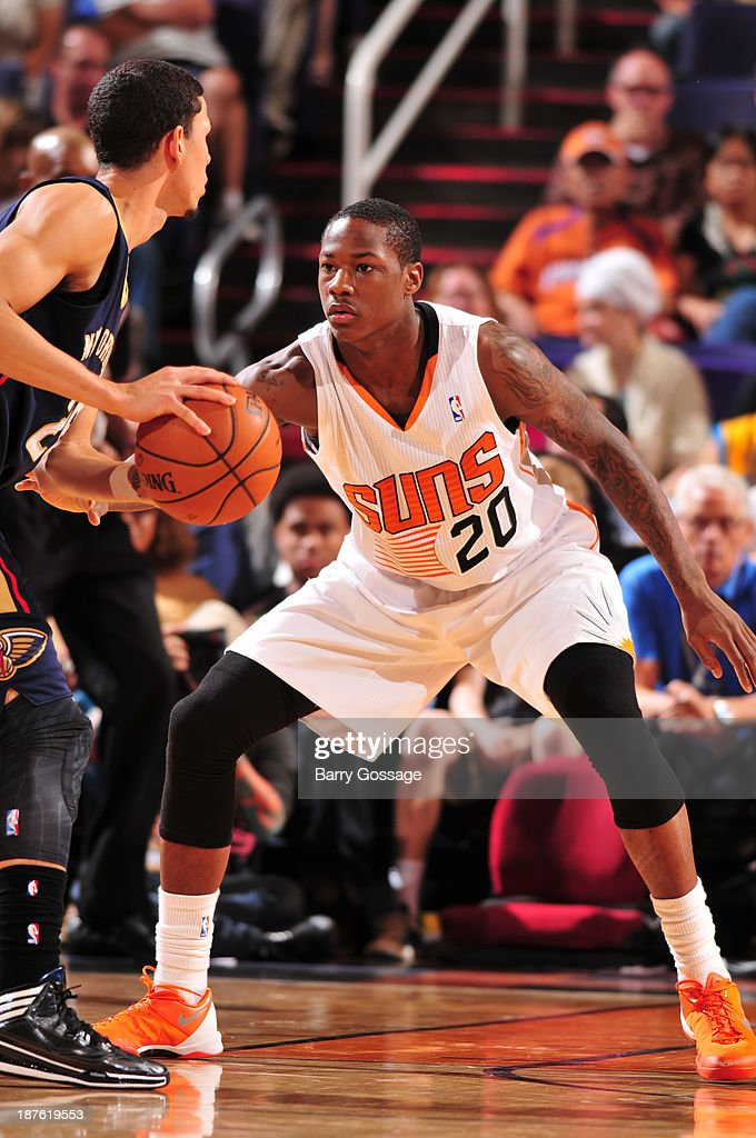<a gi-track='captionPersonalityLinkClicked' href=/galleries/search?phrase=Archie+Goodwin&family=editorial&specificpeople=9086088 ng-click='$event.stopPropagation()'>Archie Goodwin</a> #20 of the Phoenix Suns guards <a gi-track='captionPersonalityLinkClicked' href=/galleries/search?phrase=Austin+Rivers&family=editorial&specificpeople=7117574 ng-click='$event.stopPropagation()'>Austin Rivers</a> #25 of the New Orleans Pelicans on November 10, 2013 at U.S. Airways Center in Phoenix, Arizona.
