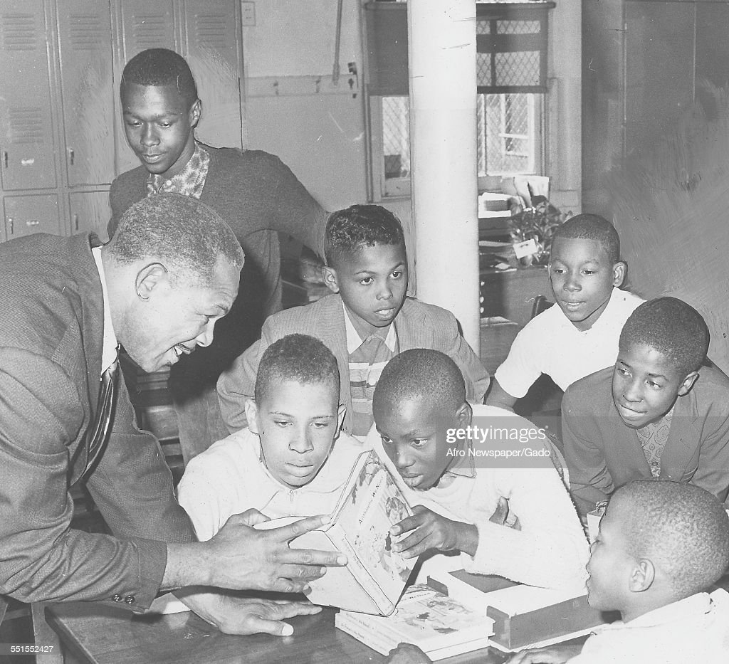 <a gi-track='captionPersonalityLinkClicked' href=/galleries/search?phrase=Archie+Moore&family=editorial&specificpeople=93092 ng-click='$event.stopPropagation()'>Archie Moore</a>, African-American professional boxer and the Light Heavyweight World Champion, visiting a school, October 21, 1961.