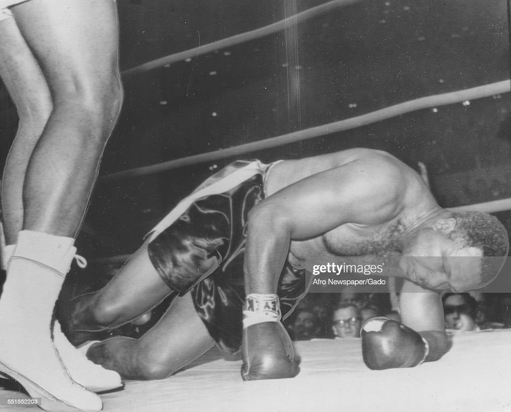 <a gi-track='captionPersonalityLinkClicked' href=/galleries/search?phrase=Archie+Moore&family=editorial&specificpeople=93092 ng-click='$event.stopPropagation()'>Archie Moore</a> was an American professional boxer and the Light Heavyweight World Champion, in the ring on the ground, 1946.