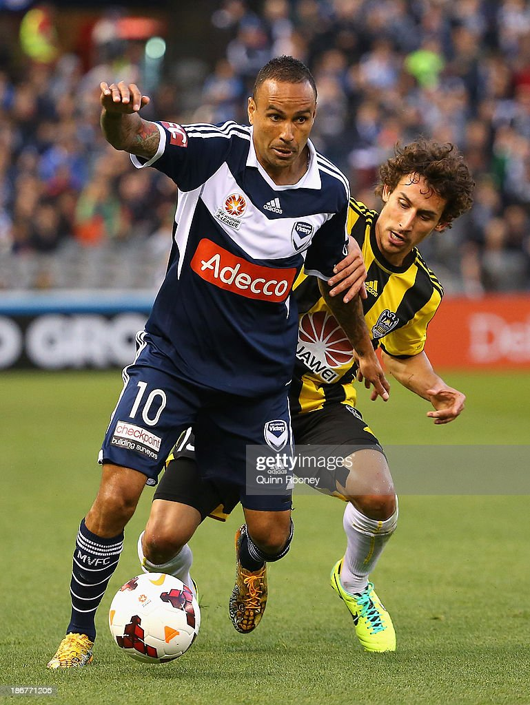 <a gi-track='captionPersonalityLinkClicked' href=/galleries/search?phrase=Archie+Thompson&family=editorial&specificpeople=545649 ng-click='$event.stopPropagation()'>Archie Thompson</a> of the Victory and <a gi-track='captionPersonalityLinkClicked' href=/galleries/search?phrase=Albert+Riera&family=editorial&specificpeople=657194 ng-click='$event.stopPropagation()'>Albert Riera</a> of the Phoenix contest for the ball during the round four A-League match between Melbourne Victory and Wellington Phoneix at Etihad Stadium on November 4, 2013 in Melbourne, Australia.