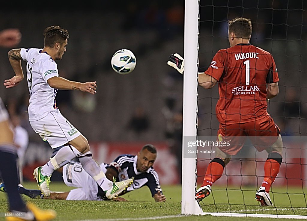 <a gi-track='captionPersonalityLinkClicked' href=/galleries/search?phrase=Archie+Thompson&family=editorial&specificpeople=545649 ng-click='$event.stopPropagation()'>Archie Thompson</a> of the Victory beats goalkeeper Daniel Vukovic (R) of the Glory to score his teams second goal in extra time during the A-League Elimination final match between the Melbourne Victory and Perth Glory at Etihad Stadium on April 5, 2013 in Melbourne, Australia.
