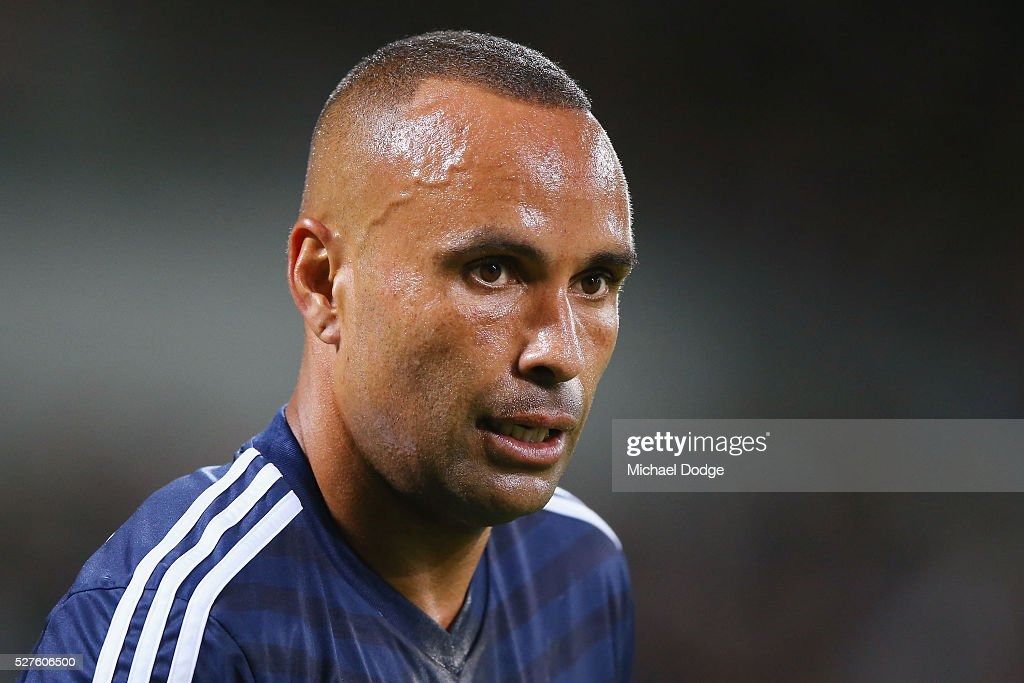 <a gi-track='captionPersonalityLinkClicked' href=/galleries/search?phrase=Archie+Thompson&family=editorial&specificpeople=545649 ng-click='$event.stopPropagation()'>Archie Thompson</a> of the Victory looks upfield during the AFC Champions League match between Melbourne Victory and Gamba Osaka at AAMI Park on May 3, 2016 in Melbourne, Australia.