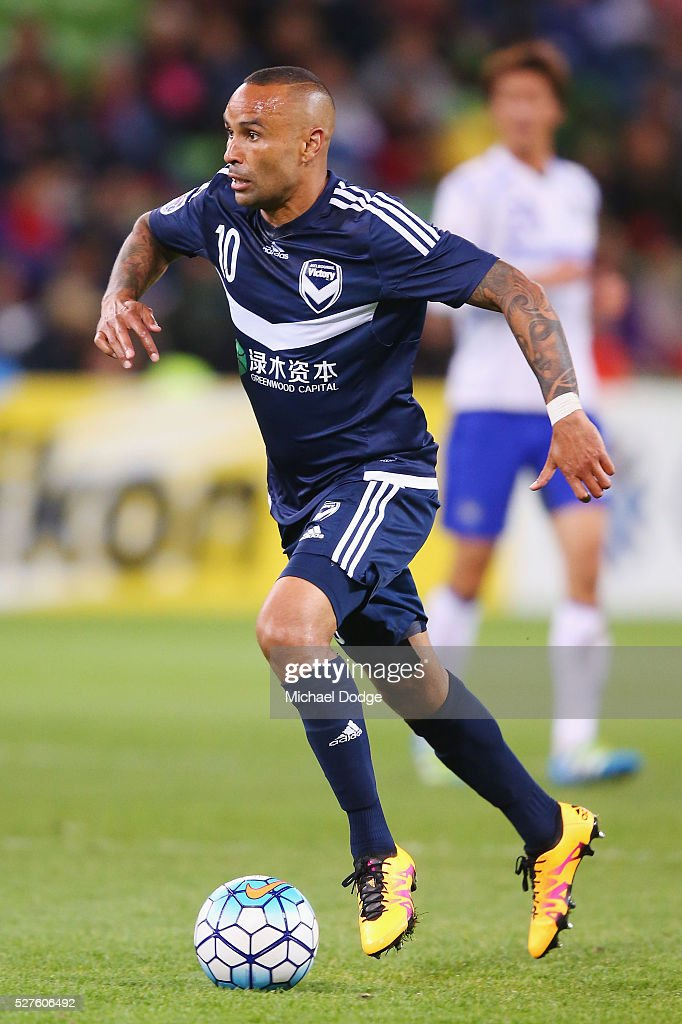 <a gi-track='captionPersonalityLinkClicked' href=/galleries/search?phrase=Archie+Thompson&family=editorial&specificpeople=545649 ng-click='$event.stopPropagation()'>Archie Thompson</a> of the Victory runs with the ball during the AFC Champions League match between Melbourne Victory and Gamba Osaka at AAMI Park on May 3, 2016 in Melbourne, Australia.