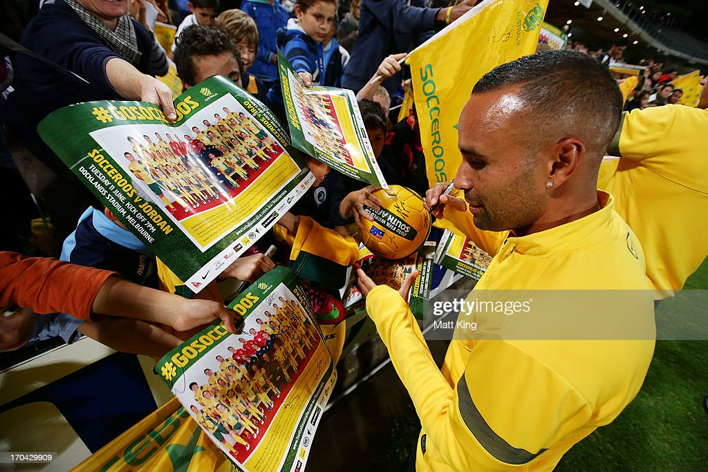 <a gi-track='captionPersonalityLinkClicked' href=/galleries/search?phrase=Archie+Thompson&family=editorial&specificpeople=545649 ng-click='$event.stopPropagation()'>Archie Thompson</a> signs autographs for fans during an Australian Socceroos training session at WIN Jubilee Stadium on June 13, 2013 in Sydney, Australia.