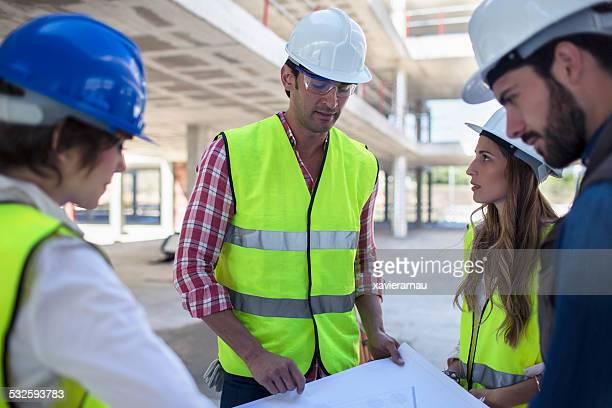 Architekten, Bauunternehmer, die auf dem Hotelgelände
