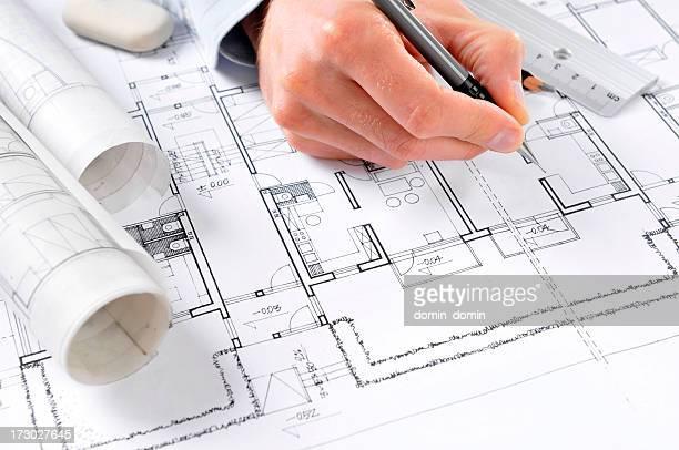 Architekt zieht Pläne