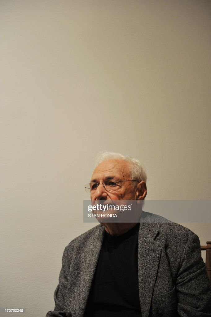 Architect Frank O. Gehry during a preview of 'Ken Price Sculpture: A Retrospective' June 17, 2003 at the Metropolitan Museum of Art in New York. AFP PHOTO/Stan HONDA