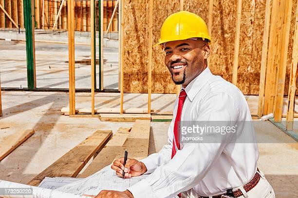 L'architecte sur le Site avec les Plans