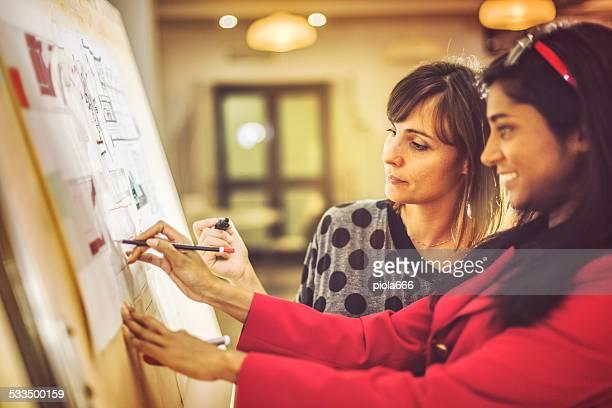 Architekt Frauen bei der Arbeit im Büro