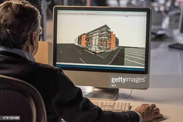 Architecte travaillant sur ordinateur