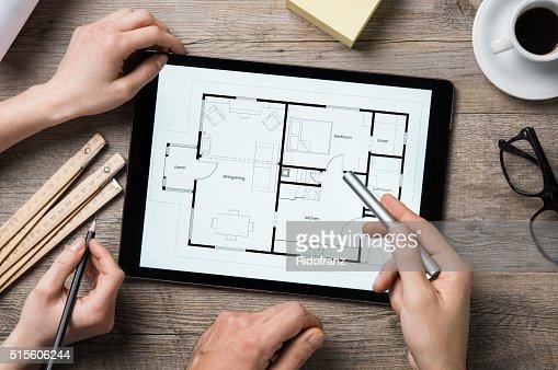 Architekten arbeiten mit Digitaltablett : Stock-Foto