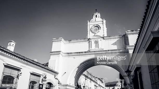 Arco de Santa Catalina (Santa Catalina Arch), black and white