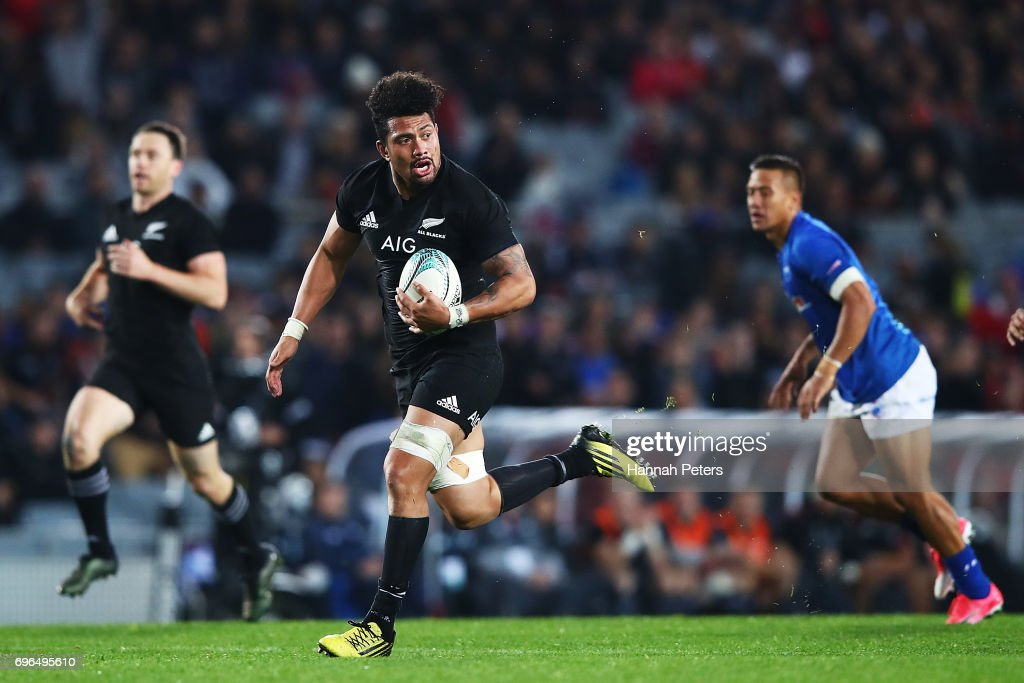 Ardie Savea of the All Blacks runs away to score a try during the International Test match between the New Zealand All Blacks and Samoa at Eden Park on June 16, 2017 in Auckland, New Zealand.