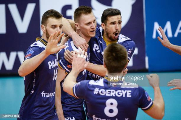 Ardo Kreek of Paris and team of Paris during the volleyball Ligue A match between Paris Volley and Nantes Reze at Salle Pierre Charpy on February 23...