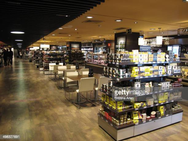 El corte ingles stock photos and pictures getty images for Corte ingles plaza del sol madrid