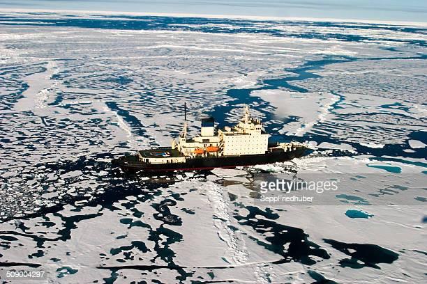 Areal scatto di rompere il ghiaccio, in direzione in NE passaggio