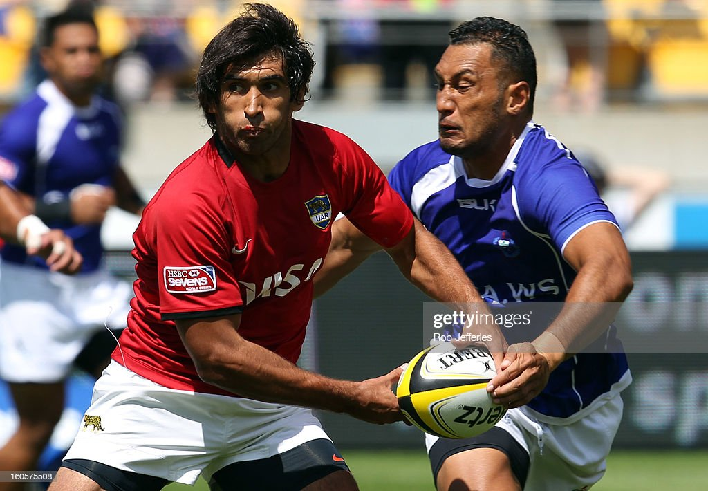 Argentina and Samoa in action during the Hertz Sevens, Round four of the HSBC Sevens World Series Westpac Stadium on February 2, 2013 in Wellington, New Zealand.
