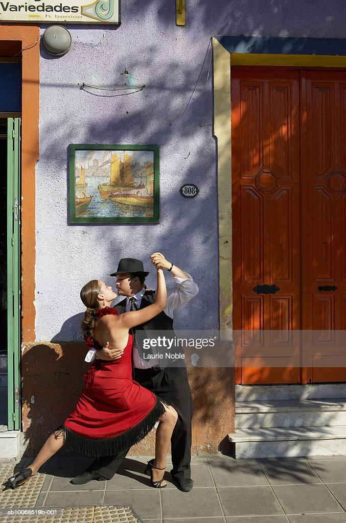 Argentina, Buenos Aires, Caminito, La Boca, tango dancers in front of building : Stock Photo