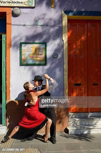 Argentina, Buenos Aires, Caminito, La Boca, tango dancers in front of building