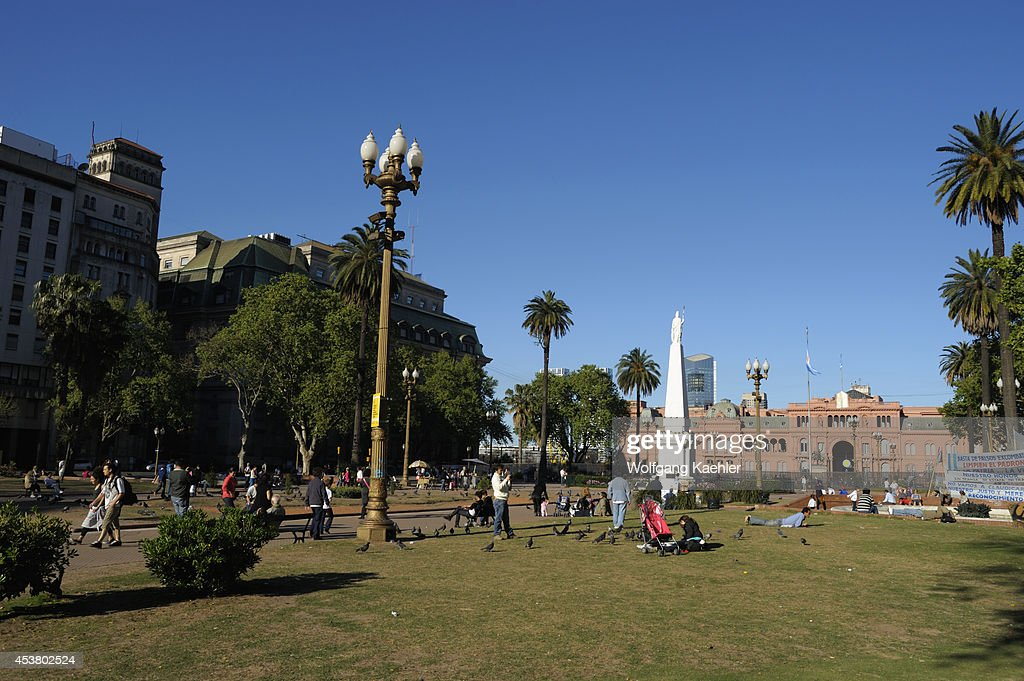 Argentina Buenos Aires Plaza De Mayo With Piramide De Mayo Monument To Celebrate The First Anniversary Of The May Revolution And Casa Rosada In...