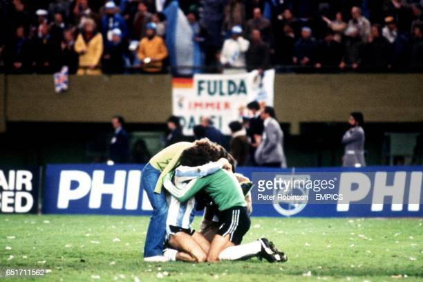 Argentina goalkeeper Ubaldo Fillol celebrates victory with teammate Alberto Tarantini and two adoring fans