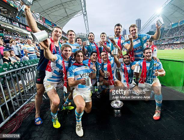 Argentina players celebrate with the trophy after winning the Bowl final the 2016 Hong Kong Sevens at Hong Kong Stadium on April 10 2016 in Hong Kong