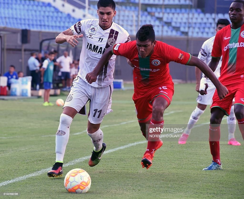 Argentina s Lanus player Cristian Ramires ( L) vies for the ball with Jeison Angulo of Cortulua from Colombia during their Copa Libertadores U20, football match at Defensores del Chaco Stadium in Asuncion, on February 14, 2016. AFP PHOTO / NORBERTO DUARTE / AFP / NORBERTO DUARTE