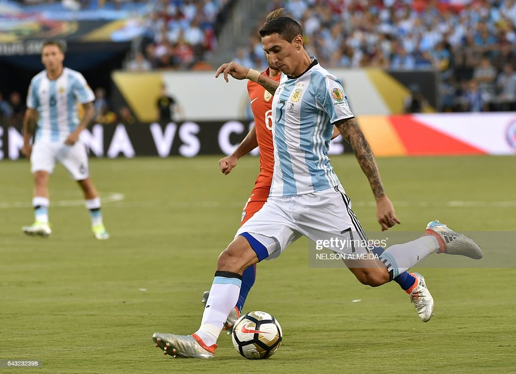 Argentina's Angel Di Maria (front) kicks the ball next to Chile's Jose Fuenzalida during the Copa America Centenario final in East Rutherford, New Jersey, United States, on June 26, 2016. / AFP / NELSON