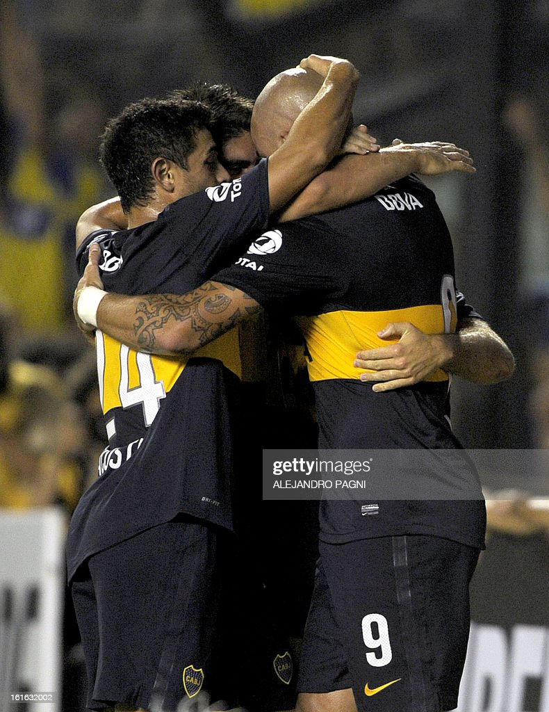 Argentina's Boca Juniors forward Santiago Silva (R) celebrates with teammates after scoring against Mexico's Toluca during their Copa Libertadores 2013 Group 1 football match at 'La Bombonera' stadium in Buenos Aires, Argentina, on February 13, 2013. AFP PHOTO/Alejandro Pagni