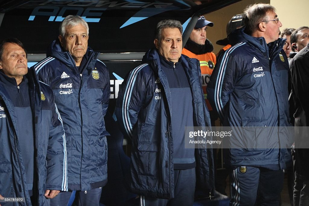 Argentina's coach Gerardo Martino (2nd L) gestures during a friendly football match against Honduras at Bicentenario stadium in San Juan,on May 27, 2016.