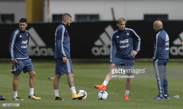 Argentina's coach Jorge Sampaoli talks to midfielder Lucas Biglia and forward Mauro Icardi next to midfielder Enzo Perez during a training session in...