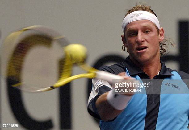 Argentina's David Nalbandian returns a ball to Italy's Stefano Galvani during their Vienna ATP tournament first round match 09 October 2007 AFP PHOTO...