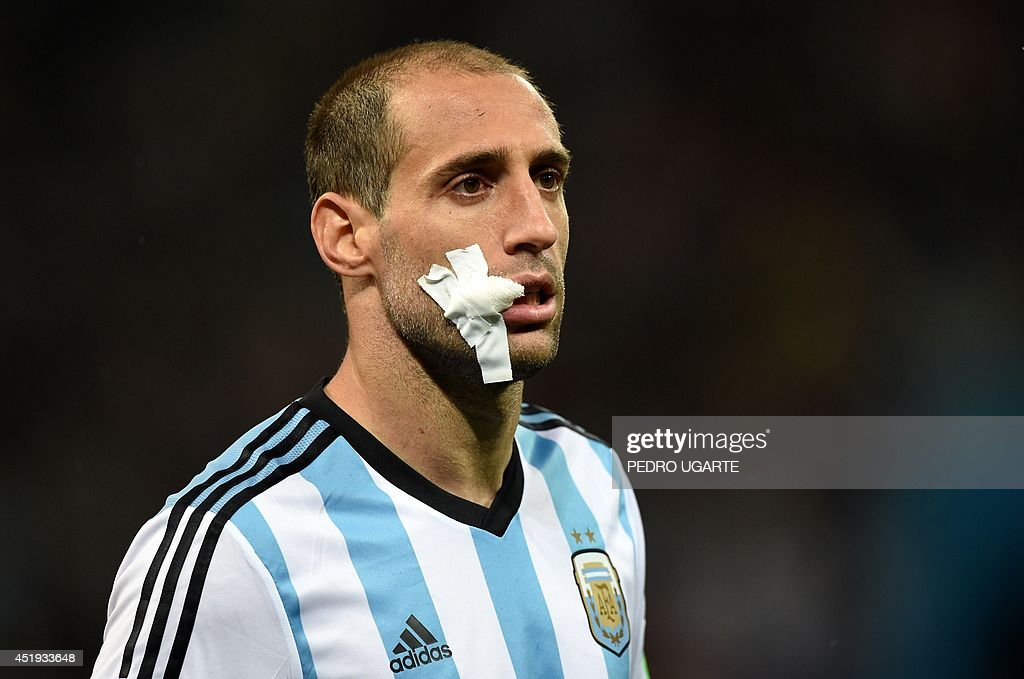 Argentina's defender Pablo Zabaleta wears a bandage after an injury sustained in a challenge during the semi-final football match between Netherlands and Argentina of the FIFA World Cup at The Corinthians Arena in Sao Paulo on July 9, 2014. AFP PHOTO / PEDRO UGARTE