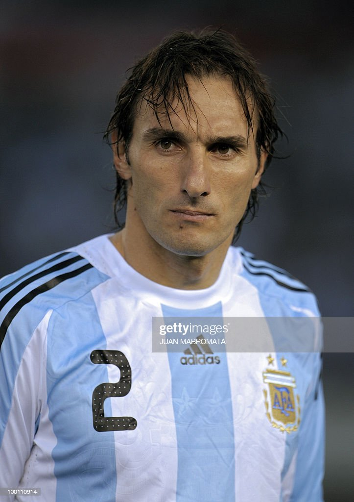 Argentina's defender Rolando Schiavi looks on before the start of the FIFA World Cup South Africa-2010 qualifier football match against Peru at the Monumental stadium in Buenos Aires, Argentina on October 10, 2009. Argentina won 2-1. AFP PHOTO / Juan Mabromata