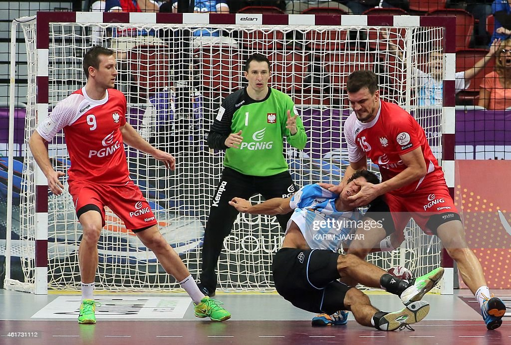 Argentina's Diego Simonet (2nd from R) is defended by Poland's <a gi-track='captionPersonalityLinkClicked' href=/galleries/search?phrase=Michal+Jurecki&family=editorial&specificpeople=4116955 ng-click='$event.stopPropagation()'>Michal Jurecki</a> (R) and Poland's Andrzej Rojewski (L) during the 24th Men's Handball World Championships preliminary round Group D match between Argentina and Poland at the Duhail Handball Sports Hall in the Qatari capital Doha on January 18, 2015.