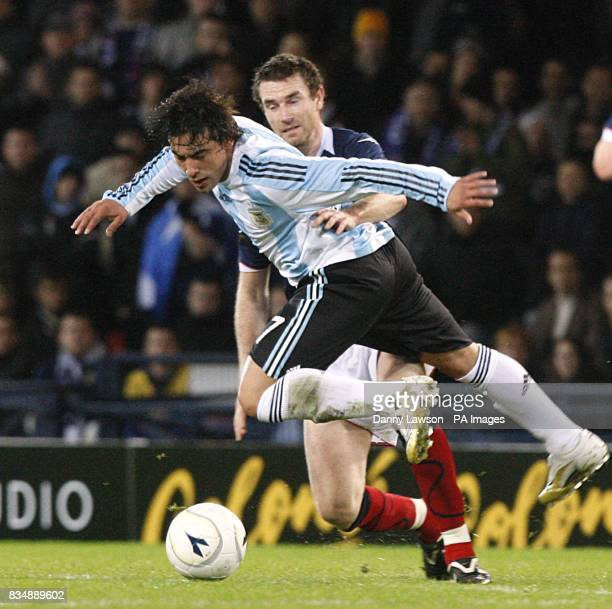 Argentina's Ezequiel Lavezzi and Scotland's Stephen McManus battle for the ball