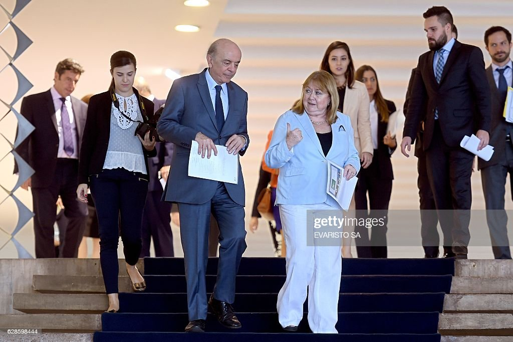 Argentina's Foreign Minister Susana Malcorra (R) and her Brazilian counterpart Jose Serra leave after a meeting at Itamaraty Palacein Brasilia on December 8, 2016. / AFP / EVARISTO SA