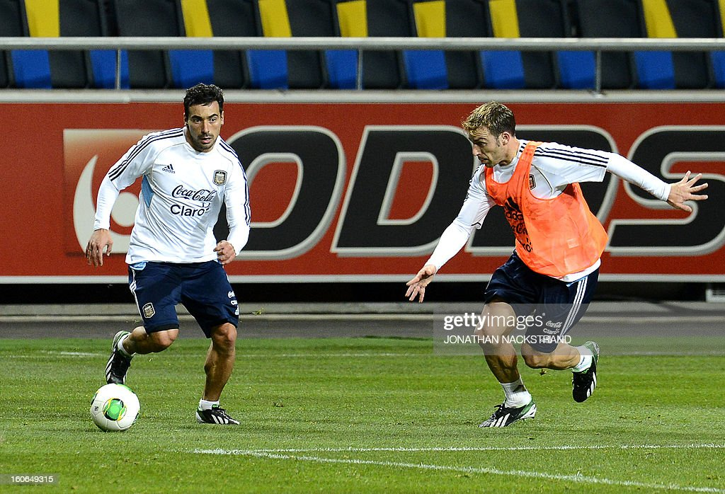Argentina's forward Ezequiel Lavezzi (L) takes part in a training session of the Argentina national football team at the 'Friends Arena' in Stockholm, Sweden, on February 4, 2013 two days before the FIFA World Cup 2014 friendly match Sweden vs Argentina.AFP PHOTO/JONATHAN NACKSTRAND