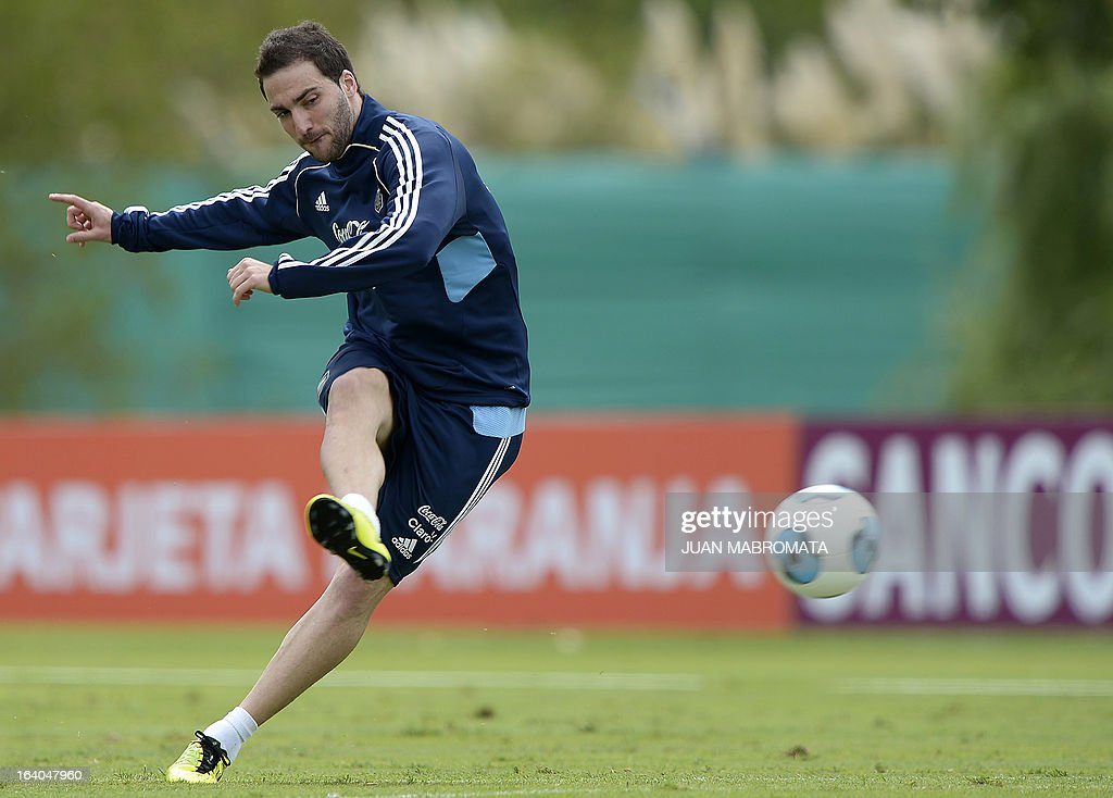 Argentina's forward Gonzalo Higuain strikes the ball during a training session in Ezeiza, Buenos Aires on March 19, 2013 ahead of the Brazil 2014 FIFA World Cup South American qualifier football match against Venezuela on March 22. AFP PHOTO / Juan Mabromata