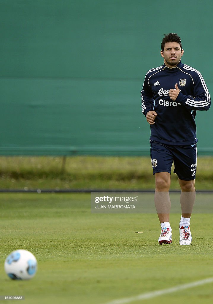 Argentina's forward Sergio Aguero jogs during a training session in Ezeiza, Buenos Aires on March 19, 2013 ahead of the Brazil 2014 FIFA World Cup South American qualifier football match against Venezuela on March 22. AFP PHOTO / Juan Mabromata