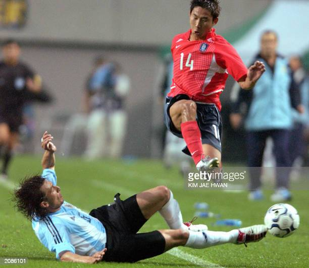 Argentina's Gabriel Heinze tackles South Korea's Lee ChunSoo during their friendly international match at World Cup Stadium in Seoul 11 June 2003...