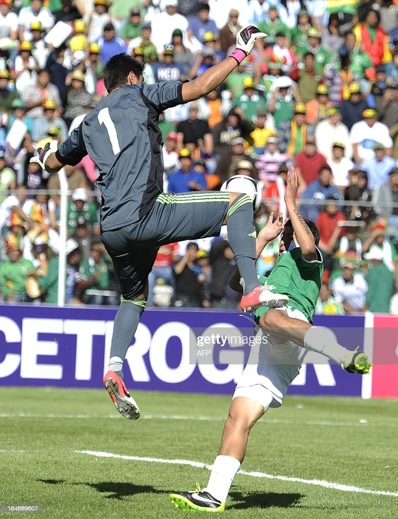 Argentina's goalkeeper Sergio Romero (L) prevents Bolivia's Carlos Saucedo from scoring before the linesman lifted the flag for off-side, during their Brazil 2014 FIFA World Cup South American qualifier football match, at the Hernando Siles stadium in La Paz, on March 26, 2013.