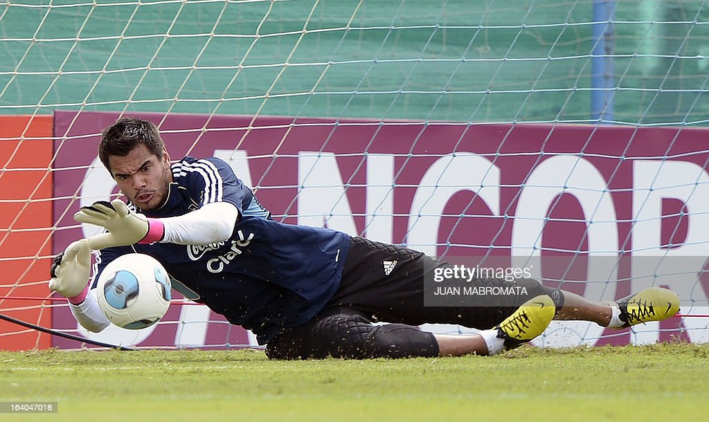 Argentina's goalkeeper Sergio Romero stops a ball during a training session in Ezeiza, Buenos Aires on March 19, 2013 ahead of the Brazil 2014 FIFA World Cup South American qualifier football match against Venezuela on March 22. AFP PHOTO / Juan Mabromata