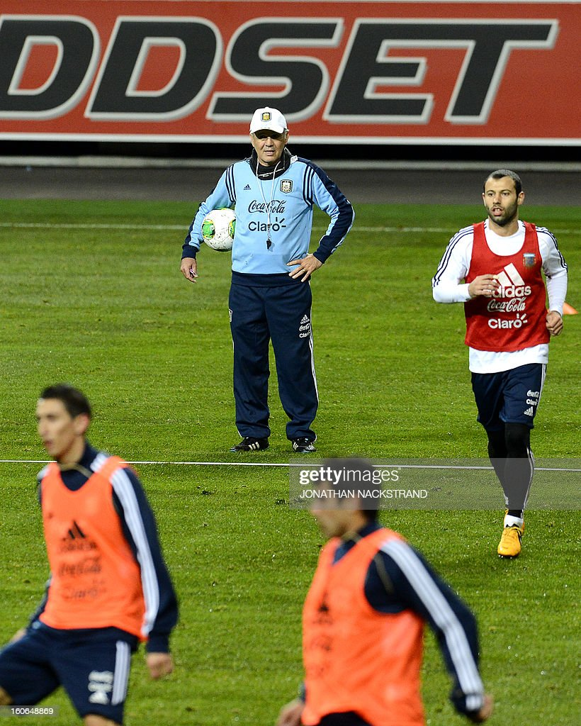 Argentina's head coach Alejandro Sabella and Midfielder Javier Mascherano (R) take part in a training session of the Argentina national football team at the 'Friends Arena' in Stockholm, Sweden, on February 4, 2013 two days before the FIFA World Cup 2014 friendly match Sweden vs Argentina.AFP PHOTO/JONATHAN NACKSTRAND