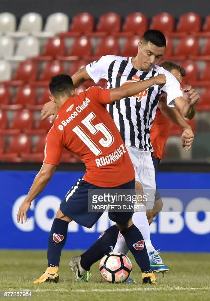 Argentina's Independiente de Avellaneda Diego Rodriguez vies for the ball with Paraguay's Libertad Oscar Cardozo during their Copa Sudamericana first...