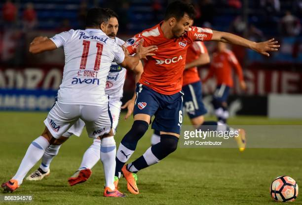 Argentina's Independiente de Avellaneda Juan Sanches Mino vies for the ball with Paraguay's Nacional Carlos Bonet during their 2017 Sudamericana Cup...