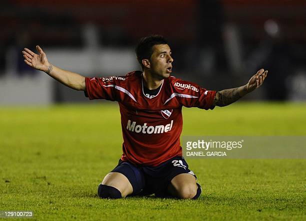 Argentina's Independiente forward Matias Defederico reacts during their Copa Sudamericana 2010 second leg football match against Ecuador's Liga de...