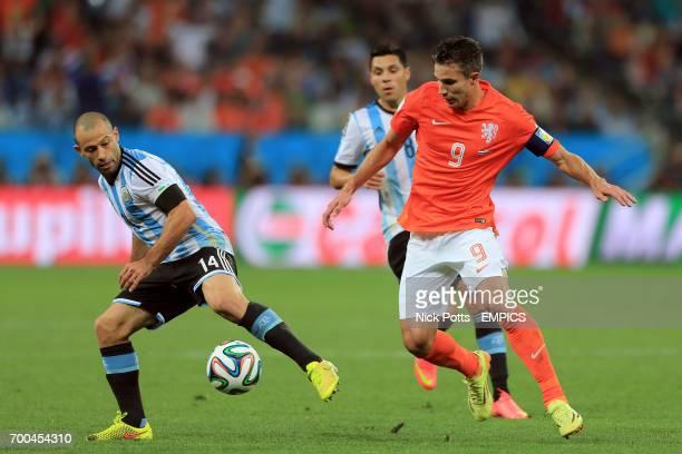 Argentina's Javier Mascherano battles for the ball with Netherlands' Robin van Persie